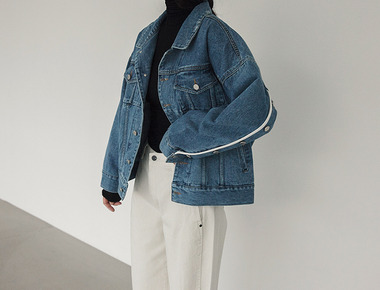 Button line denim jacket