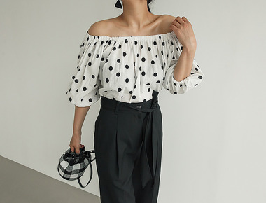 Dot off blouse