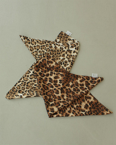 Leopard point scarf