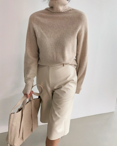 Wool blend turtleneck knit