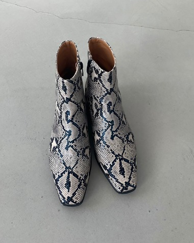 AT8034 Modern pattern boots