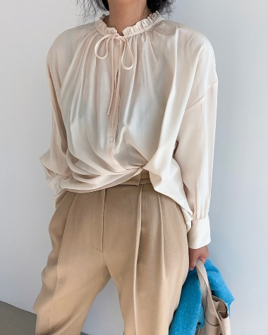 Neck frill blouse
