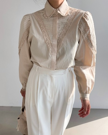 V lace pintuck blouse